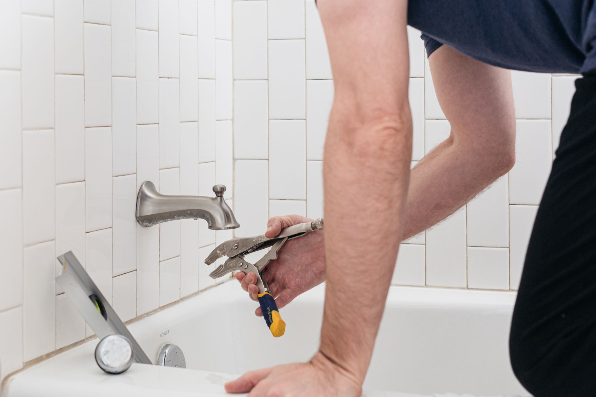 Bathroom Renovations: When to DIY and When to Ask for Professional Help